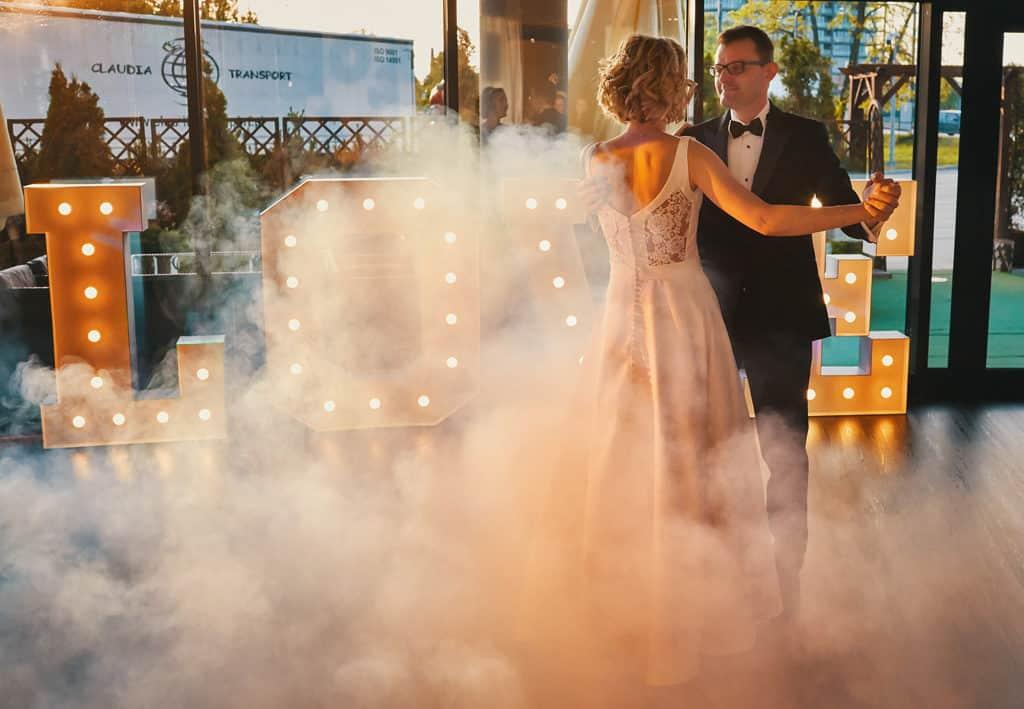 Majówkowy ślub i przyjęcie weselne w sercu miasta. 014 maestra 12