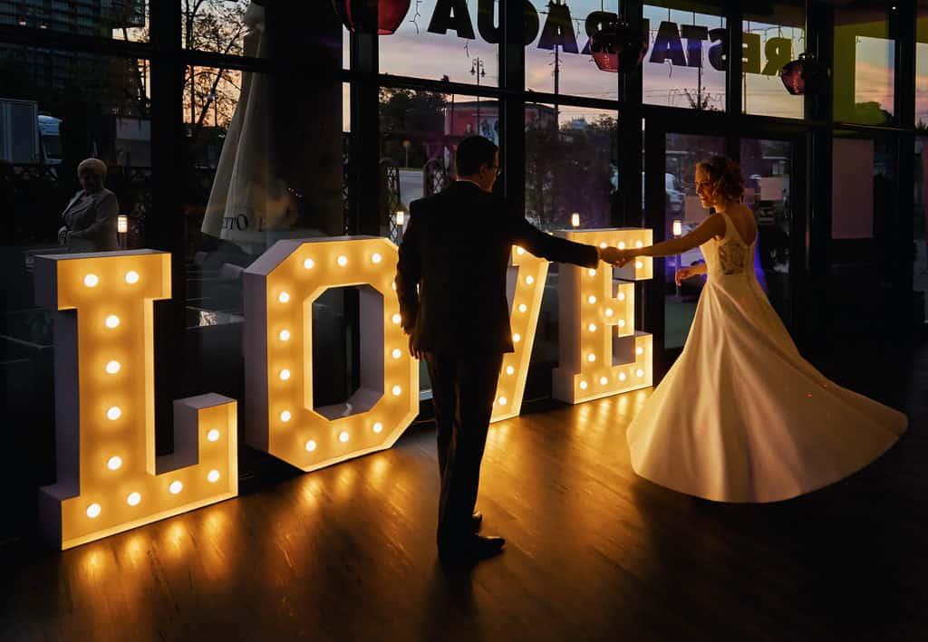 Majówkowy ślub i przyjęcie weselne w sercu miasta. 016 maestra 14