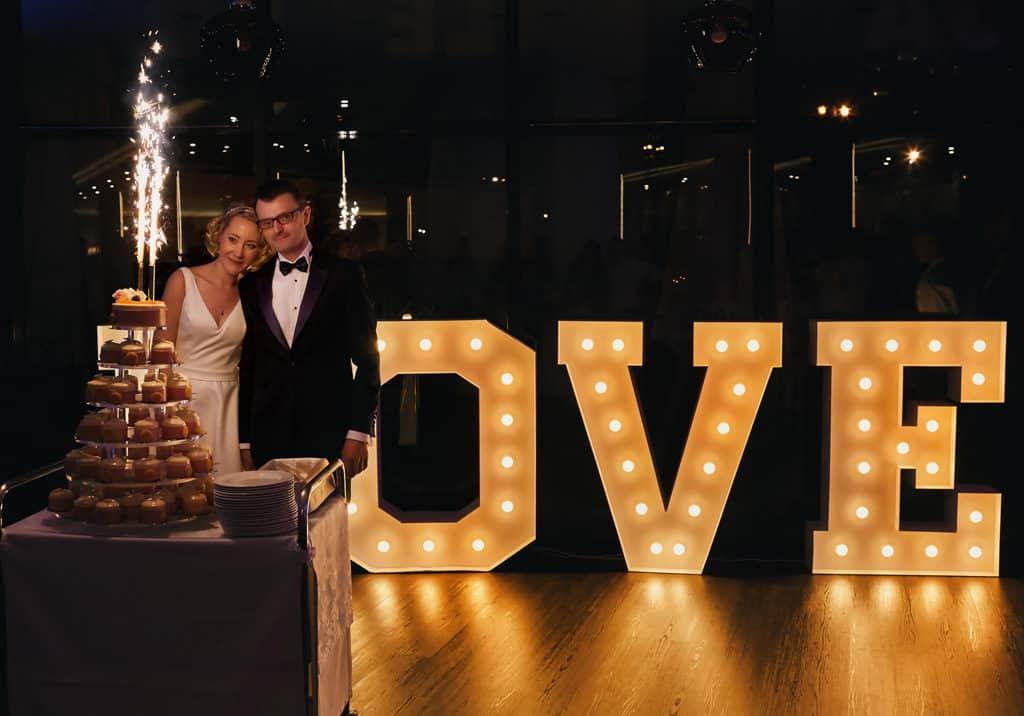 Majówkowy ślub i przyjęcie weselne w sercu miasta. 018 maestra 16