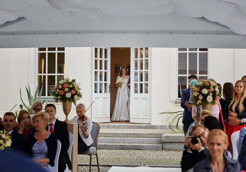 Ślub cywilny w plenerze oraz wesele w Pałacu Romantycznym. 021 romantyczny 13