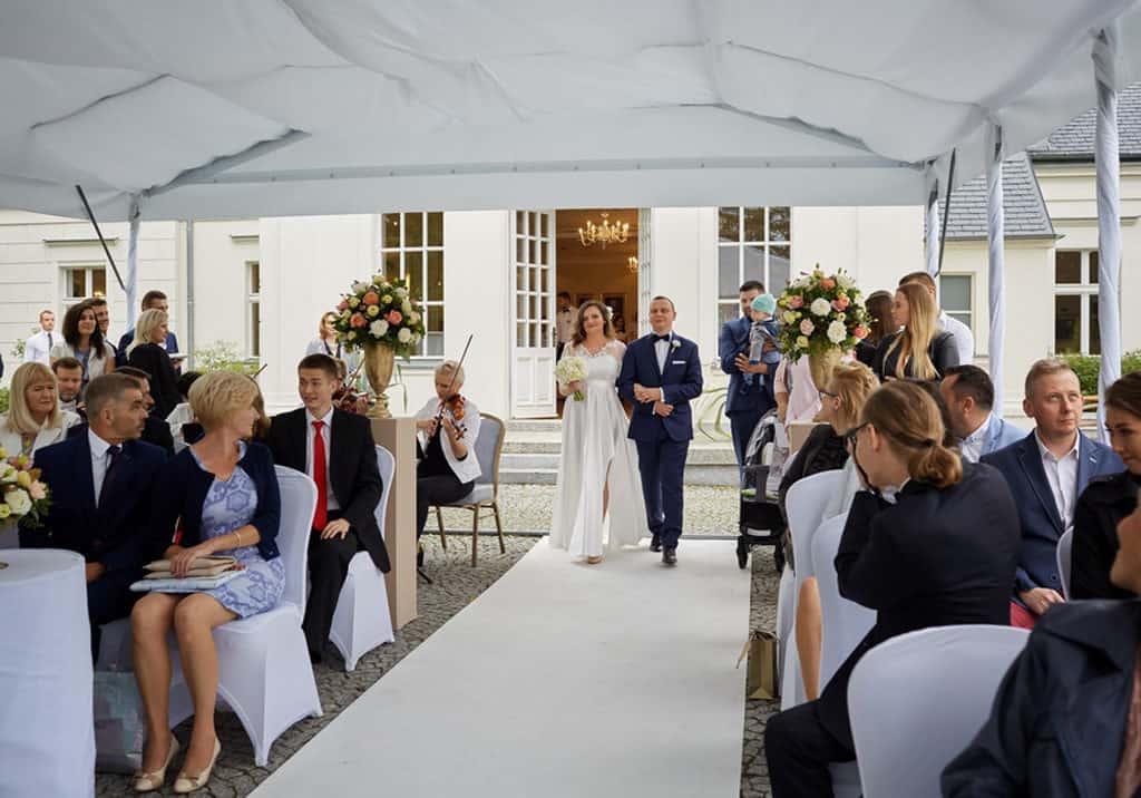 Ślub cywilny w plenerze oraz wesele w Pałacu Romantycznym. 023 romantyczny 15