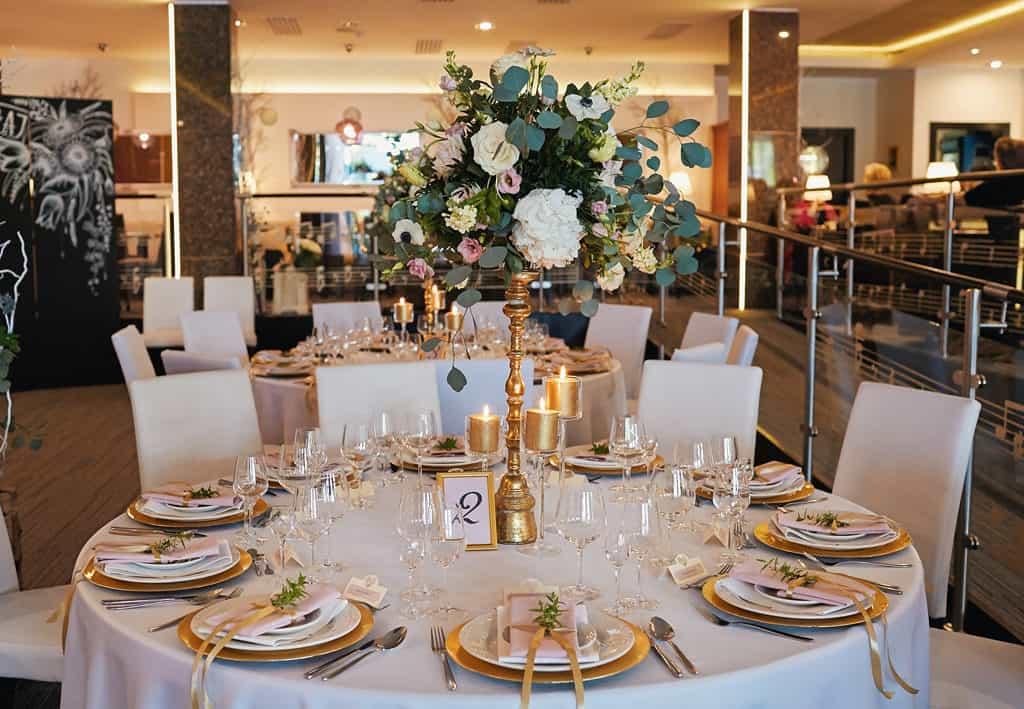 Majówkowy ślub i przyjęcie weselne w sercu miasta. 024 maestra 22