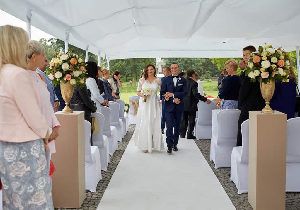 Ślub cywilny w plenerze oraz wesele w Pałacu Romantycznym. 024 romantyczny 16