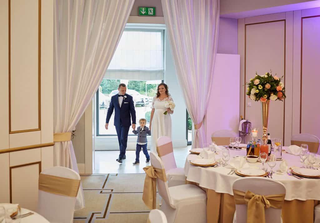 Ślub cywilny w plenerze oraz wesele w Pałacu Romantycznym. 025 romantyczny 17