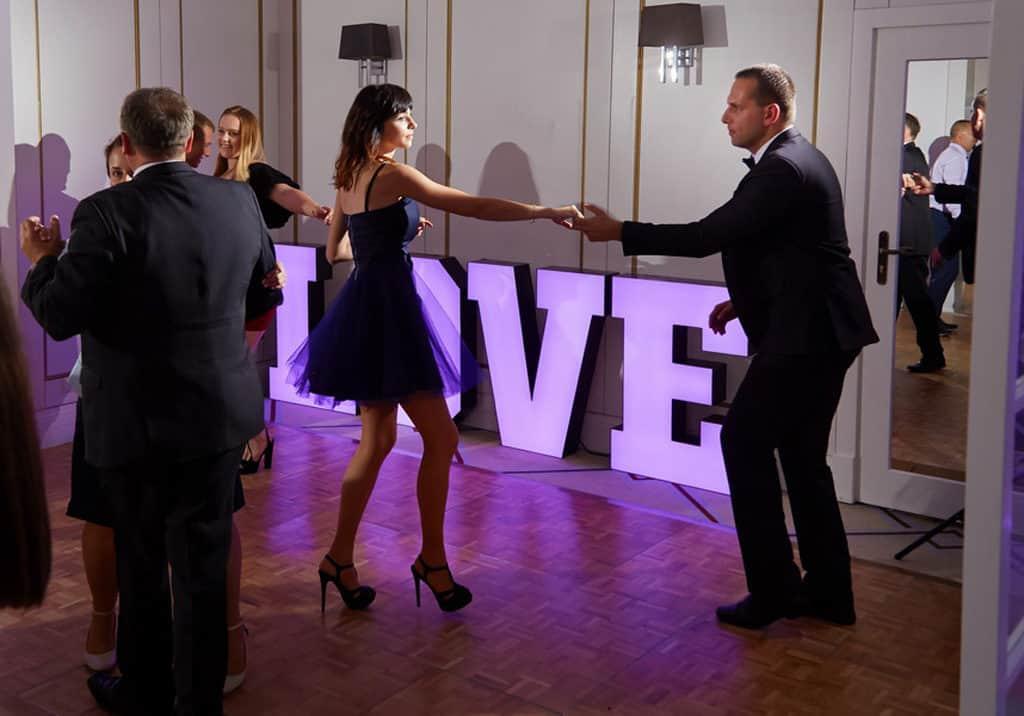 Ślub cywilny w plenerze oraz wesele w Pałacu Romantycznym. 027 romantyczny 19