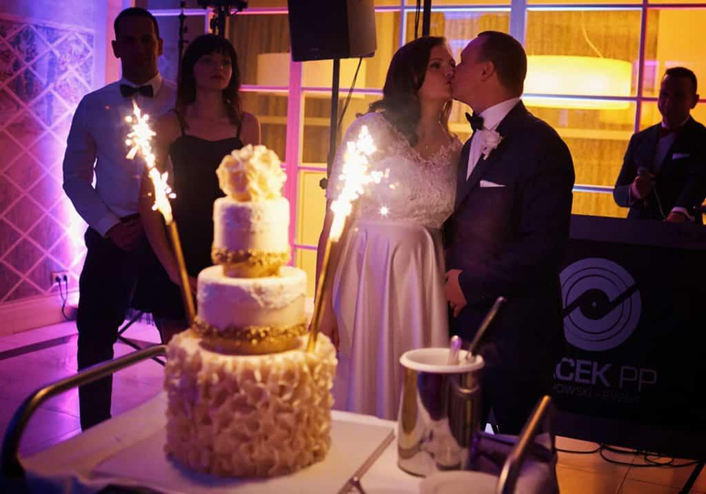 Ślub cywilny w plenerze oraz wesele w Pałacu Romantycznym. 029 romantyczny 21