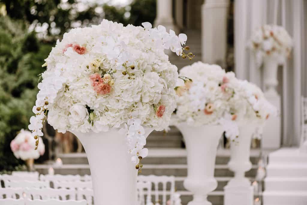 Plenerowy ślub kościelny w Pałacu Romantycznym 003 romantycznylavinci 6