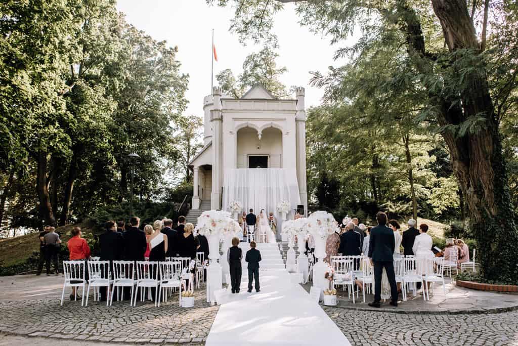 Plenerowy ślub kościelny w Pałacu Romantycznym 006 romantycznylavinci 9