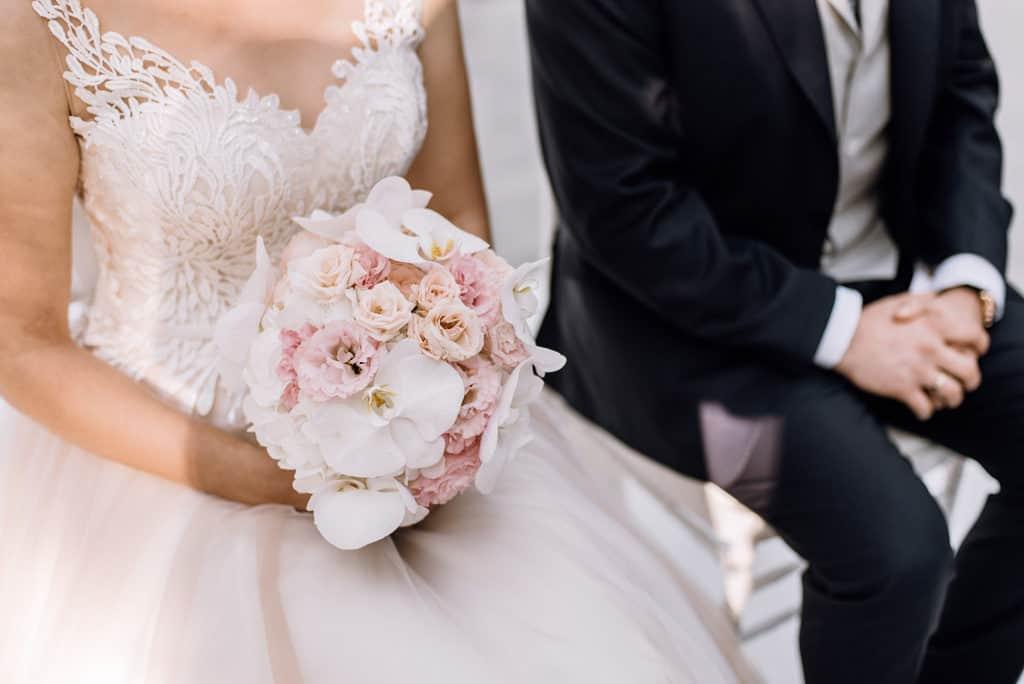 Plenerowy ślub kościelny w Pałacu Romantycznym 007 romantycznylavinci 10