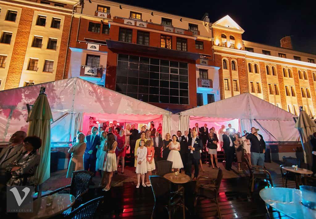 Ślub w Bydgoskiej Farze, uroczystość w kolorach Tiffany Blue na weselu w Słonecznym Młynie. 018s onecznym yn 18