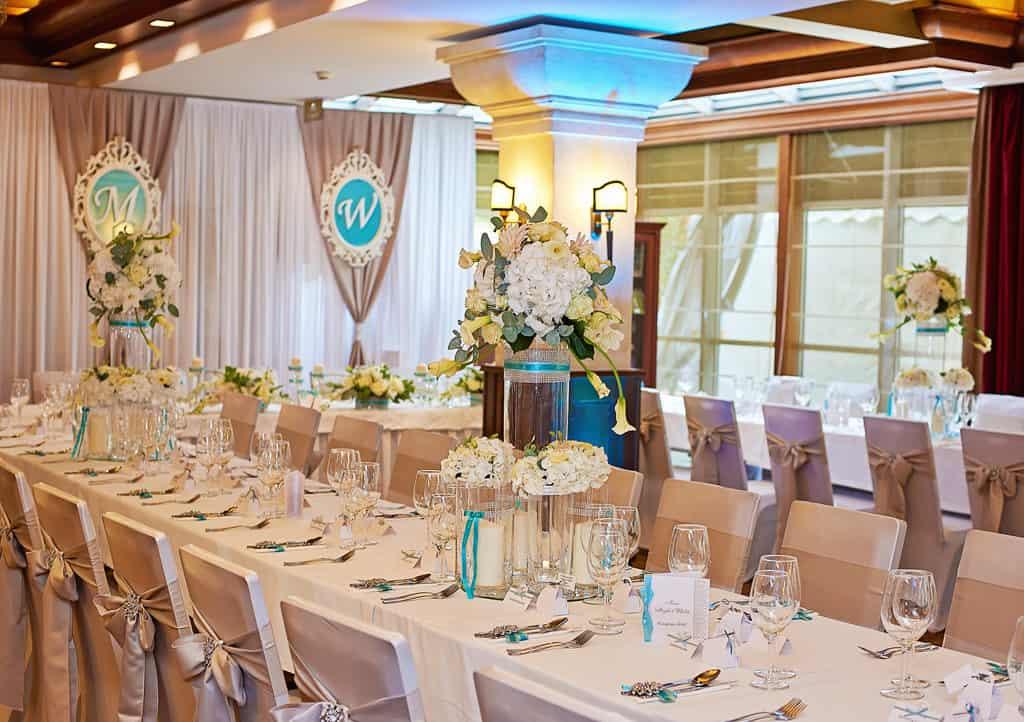 Ślub w Bydgoskiej Farze, uroczystość w kolorach Tiffany Blue na weselu w Słonecznym Młynie. 021s onecznym yn 21