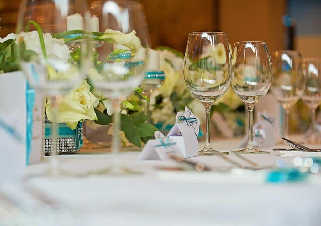 Ślub w Bydgoskiej Farze, uroczystość w kolorach Tiffany Blue na weselu w Słonecznym Młynie. 028s onecznym yn 28