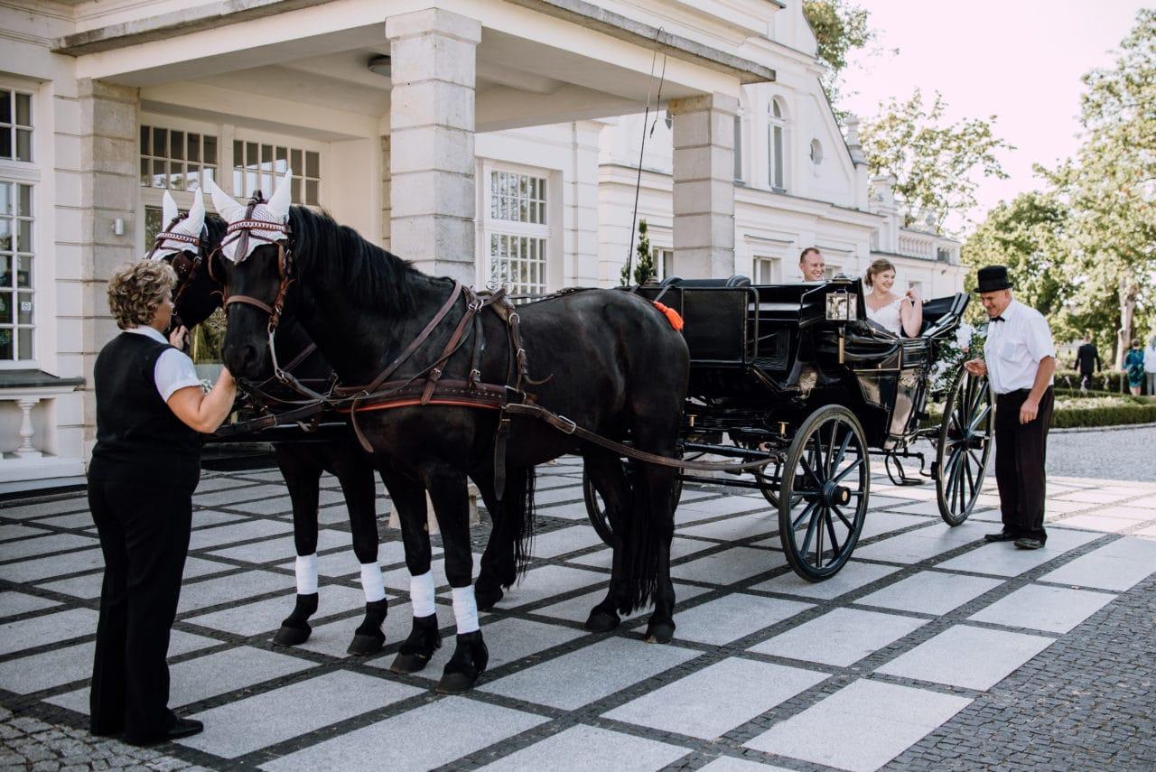 Plenerowy ślub kościelny w Pałacu Romantycznym lavinci pa ac romantyczny 076 1