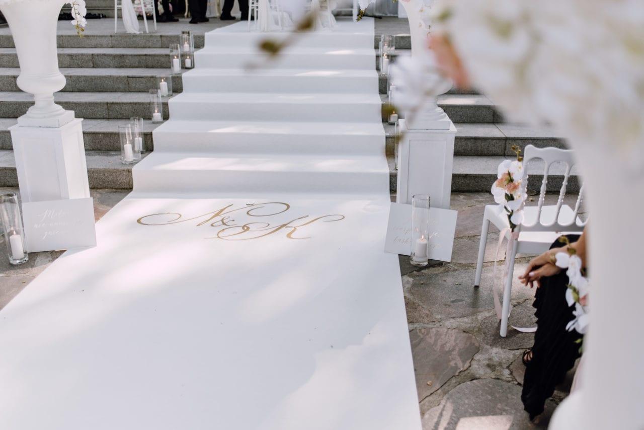 Plenerowy ślub kościelny w Pałacu Romantycznym lavinci pa ac romantyczny 081 3